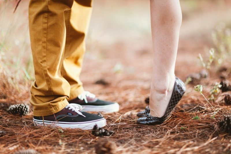 男女の足元