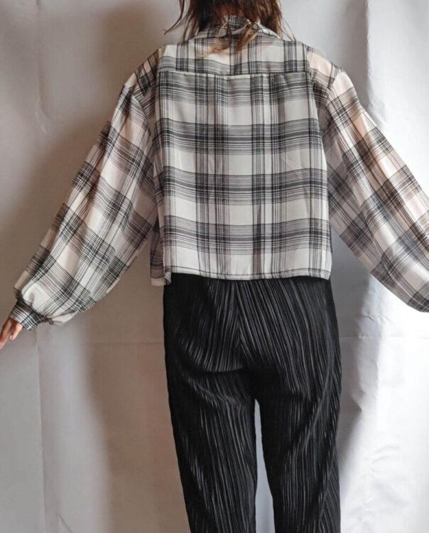 SHOPLIST(ショップリスト)の洋服の後ろ姿