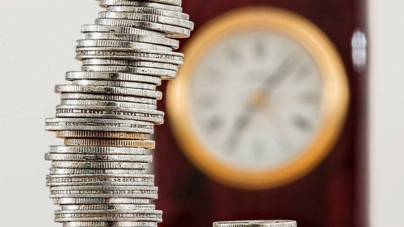 小銭を積み上げる