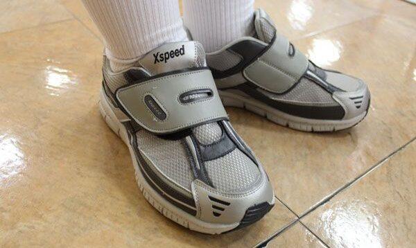 ダサい運動靴
