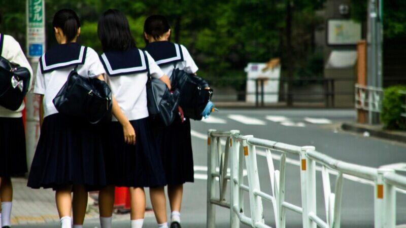 中学生女子は服はどこで買う
