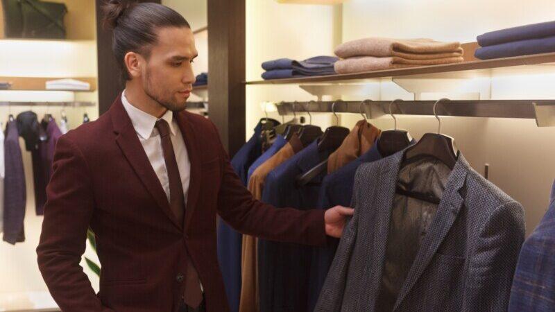 スーツを選ぶ