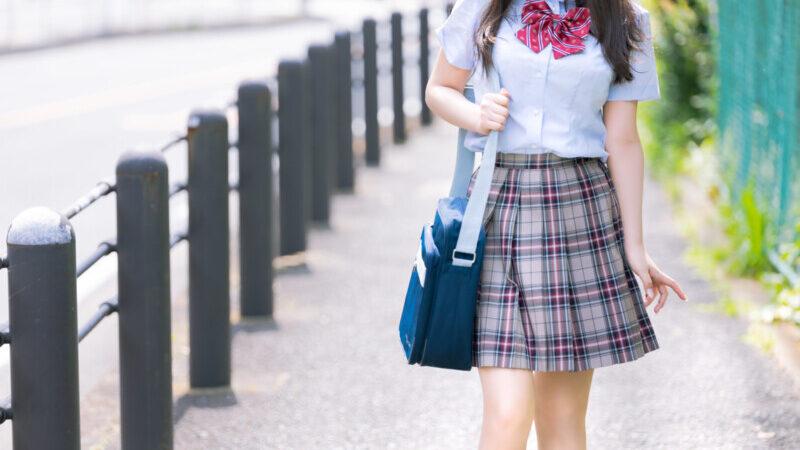 女子高生の制服姿